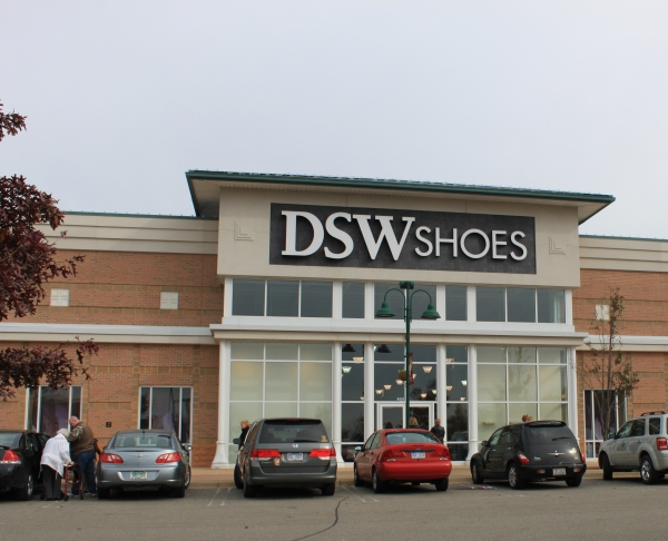 Find DSW hours and locations near you. What are the store hours on Saturday and Sunday? Where is the closest location near me? When do they open and close? What are their hours of operation? Use our store locator to find DSW shoe store locations near you.